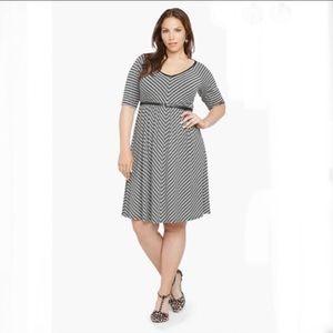 Torrid V-Neck Striped Chevron Jersey Dress Size 4